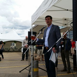 Mayor Don Iveson toasts Alley Kat's 20th Anniversary, with a beer in hand appropriately. (Photo courtesy Greg Zeschuk as I stupidly forgot my camera)